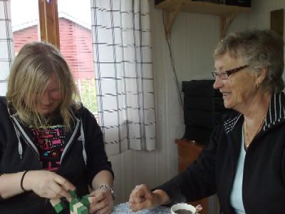 Anna och Ing-Marie samarbetar