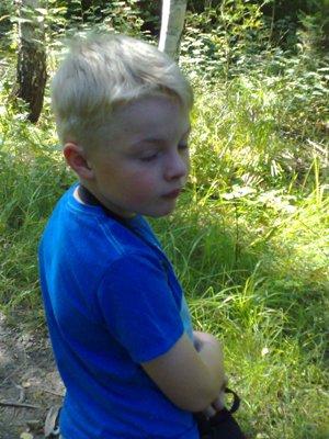 Elias i skogen trött på mygg