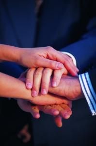 Händer ovanpå varandra