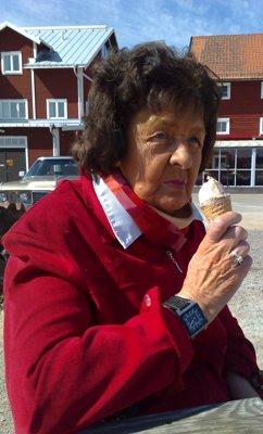 mamma äter glass