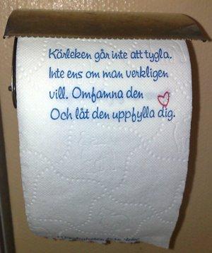 toapapper med text om kärlek