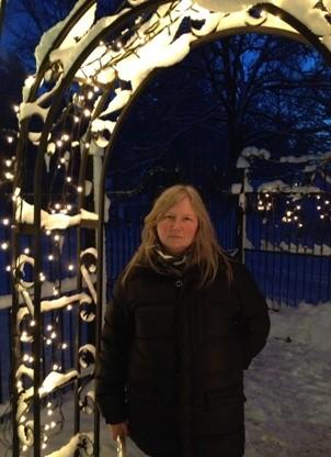 Anna i en ljusportal