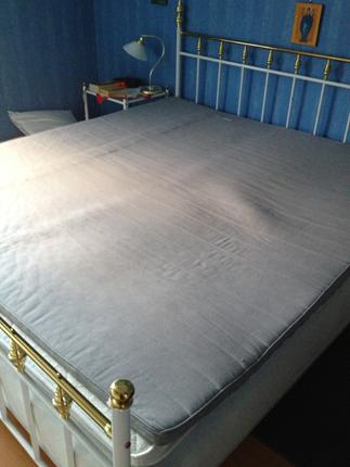 Sängen ska bäddas med rena lakan