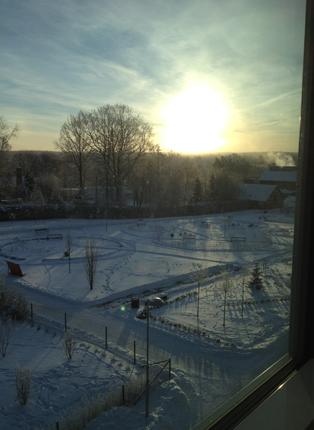 solen genom fönstret på baksidan av jobbet