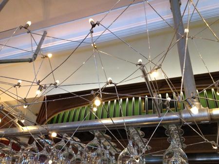 Lampor o glas i taket