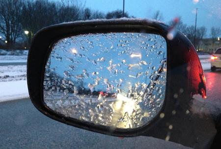 regn på backspegeln
