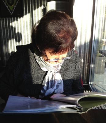 Mamma studerar menyn