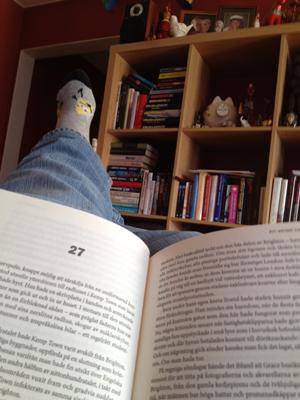 På sofflocket med en bok