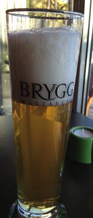 2 En öl i högt glas