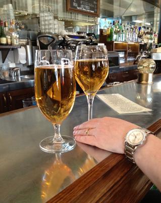 två glas öl