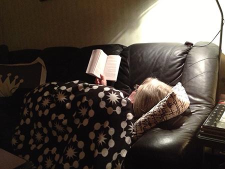 Anna läser