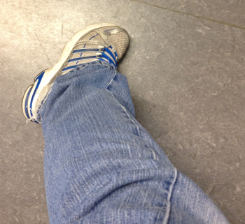 ljusa jeans o gympadojor