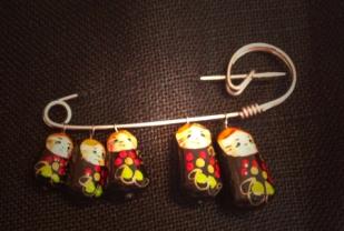 ryska små gummor brosch