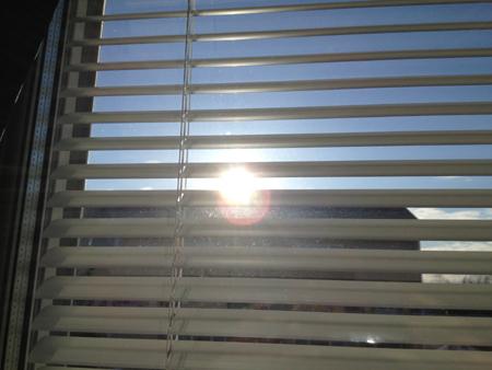 sol genom persiennen