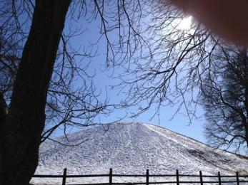 Snöig kungshög i Gamla Uppsala