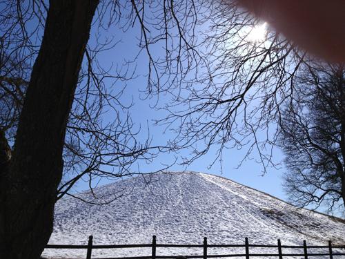 Snöig hög i Gamla Uppsala