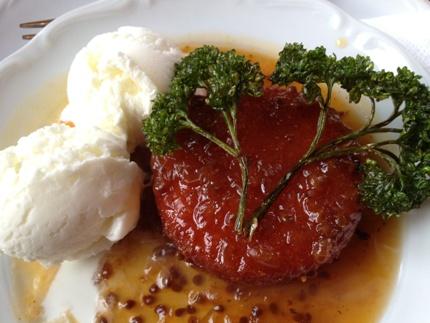 Friterad camembert med glass o persilja