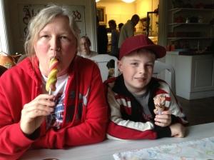 Anna o Elias äter glassIMG_1410