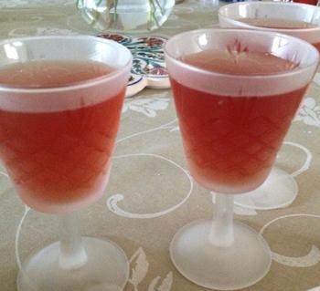 tre glas granatäppledryck