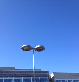 Blå himmel o lykta