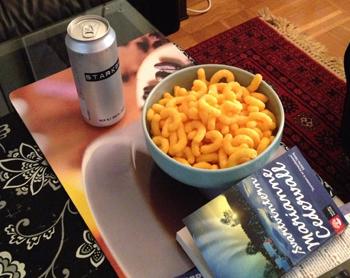 Öl ostbågar o bok
