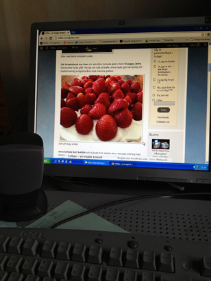 Jordgubbar på datorskärmen
