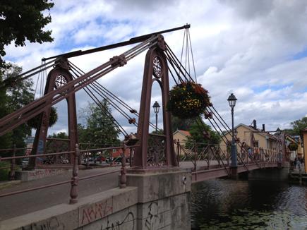 Bro med klotter