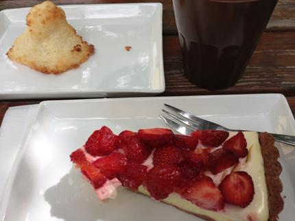Kokostopp o cheescake med jordgubbar