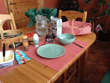Annas tomma plats vid köksbordet