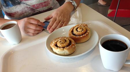 Kanelbullar o kaffe på IKEA