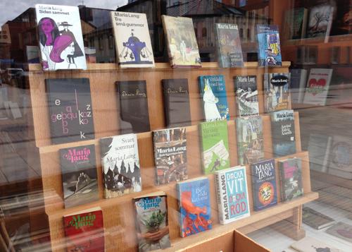 Langböcker i skyltfönstret