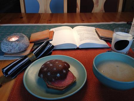Bröd och kantarellsoppa