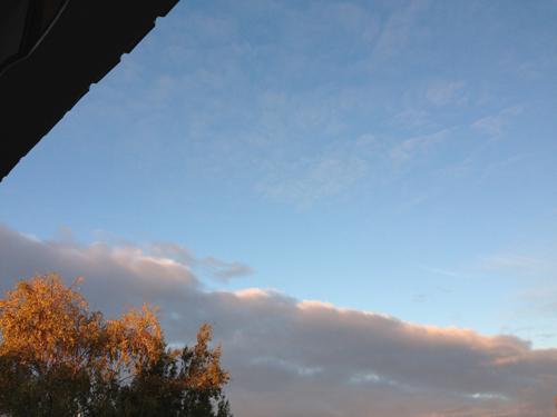 Himmel fr balkongen blå och moln