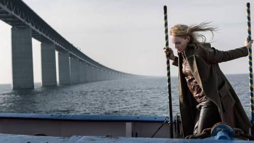 Saga hoppar ombord på skeppet.