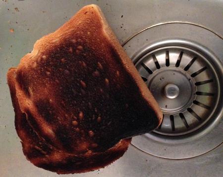 Bränt rostat bröd