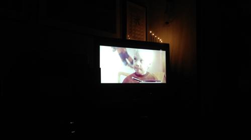 TV-ruta och mörkt runt om