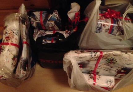 Påsar med julklappar