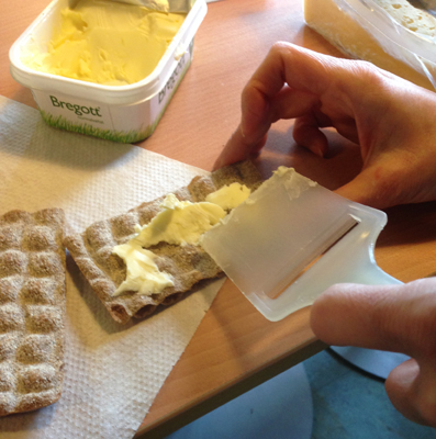 Brer smör med osthyvel