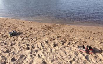 Skor på stranden