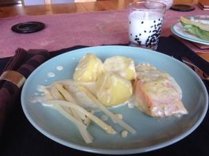 Lax potatis citronsås och sparris