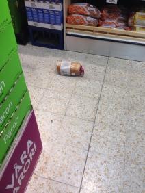 Bröd på golvet