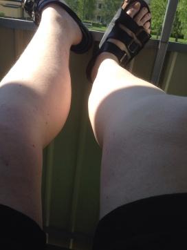 Blekvita ben i shorts