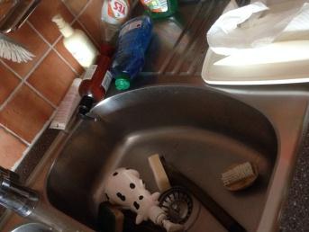 Saker på diskbänken i hon