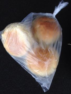 Tre scones i en plastpåse