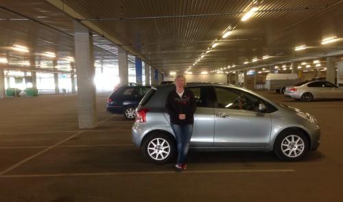 Bilen och Anna i IKEAs parkeringshus