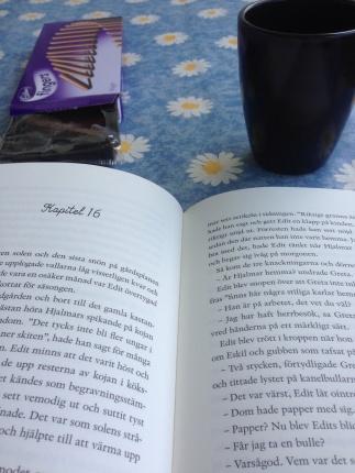 Fingerkex kaffe och bok