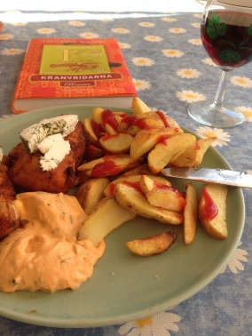 Kycklingfilé, potatisklyftor med skal, bok vin, sås