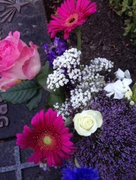 Blommor till graven.