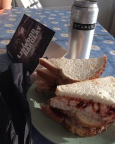 Chicken sandwiches och öl