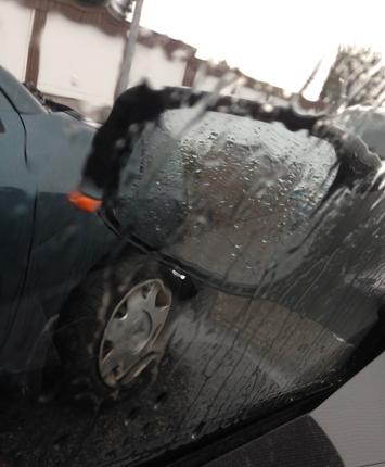 Regn på bilrutan